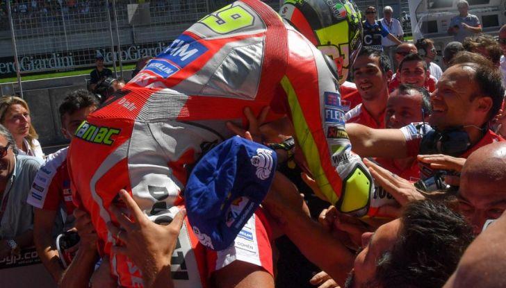 MotoGP 2016, Valencia: pole a Lorenzo, Rossi partirà dalla terza posizione - Foto 11 di 19
