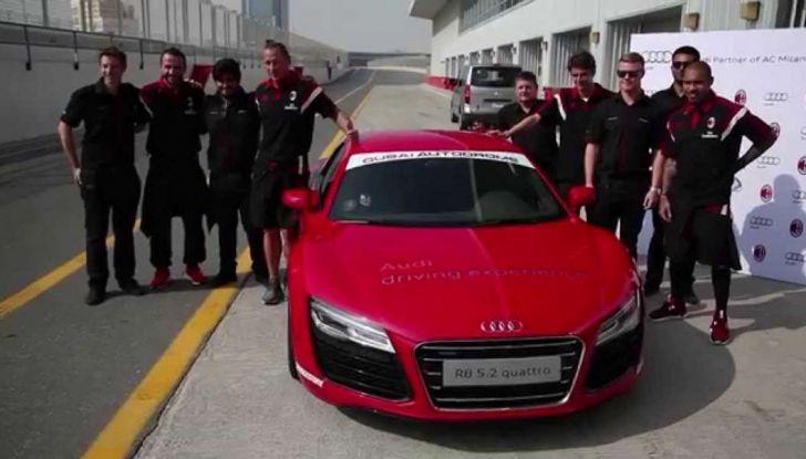 Maurizio Crozza sorpreso da CHI a bordo di una potente Audi R8 V10 Coupè - Foto 5 di 11