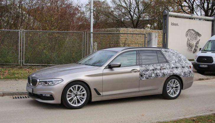 BMW Serie 5 Touring-nuove-foto-spia-con-minori-camuffature