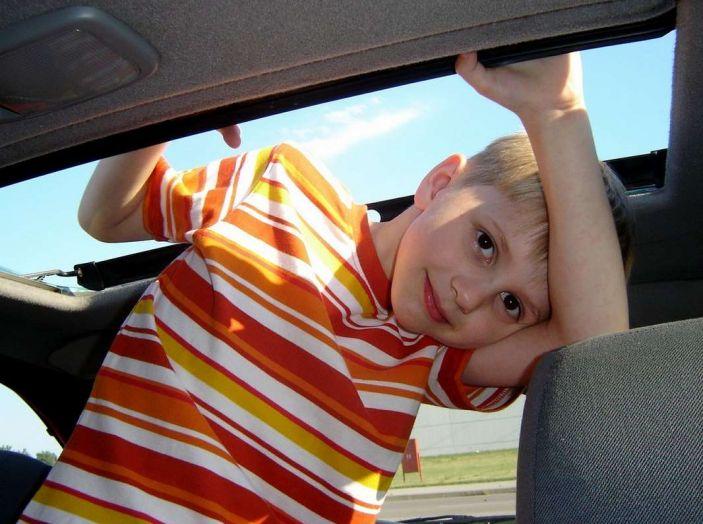 Bambini dimenticati in auto, smartphone e sensori salvano le loro vite - Foto 2 di 11