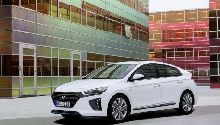 Hyundai Ioniq, ibrida, 3/4 laterale anteriore.
