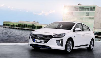 Ecomobilità: le caratteristiche e le differenze tra auto ibride ed elettriche