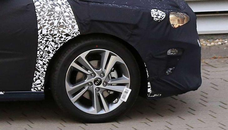 Kia Ceed 2017, prime immagini spia della nuova generazione - Foto 9 di 16