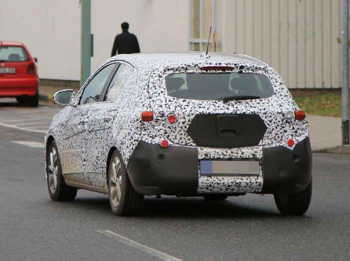 Opel Corsa 5 porte, prime foto spia dei test su strada - Foto 11 di 19