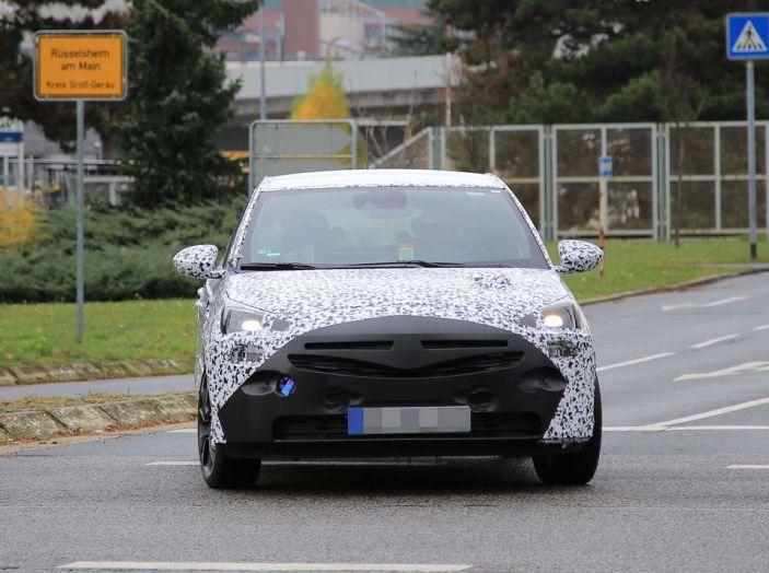 Opel Corsa 5 porte, prime foto spia dei test su strada - Foto 12 di 19