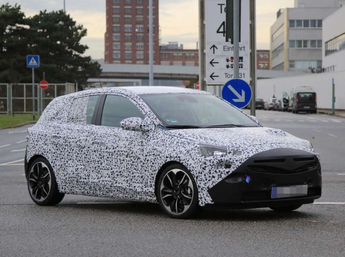 Opel Corsa 5 porte, prime foto spia dei test su strada - Foto 14 di 19