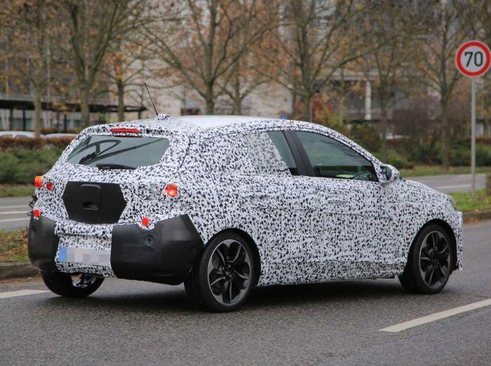 Opel Corsa 5 porte, prime foto spia dei test su strada - Foto 18 di 19