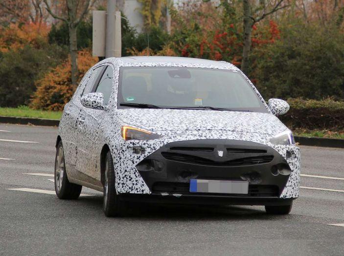 Opel Corsa 5 porte, prime foto spia dei test su strada - Foto 5 di 19