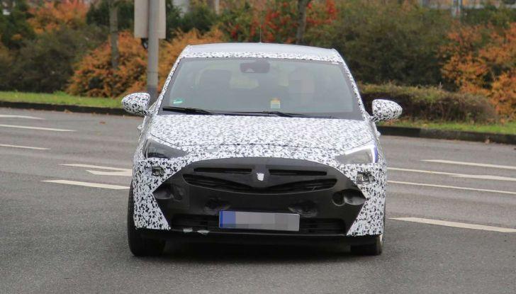 Opel Corsa 5 porte, prime foto spia dei test su strada - Foto 6 di 19