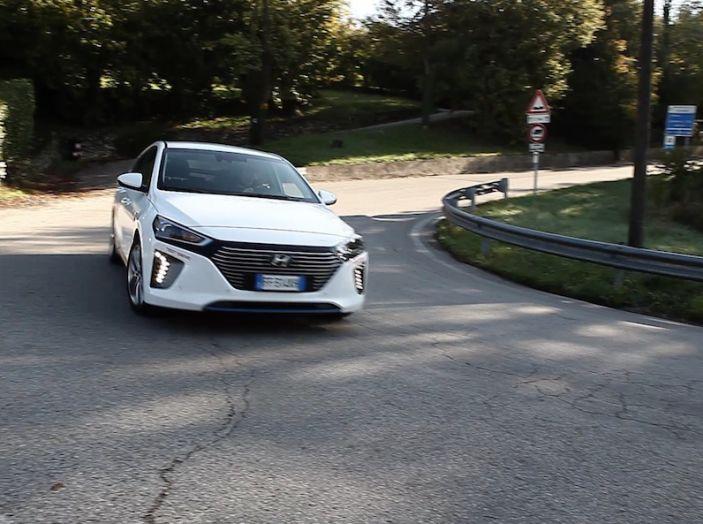 Hyundai Ioniq Hybrid 2016: la nostra prova su strada - Foto 8 di 31