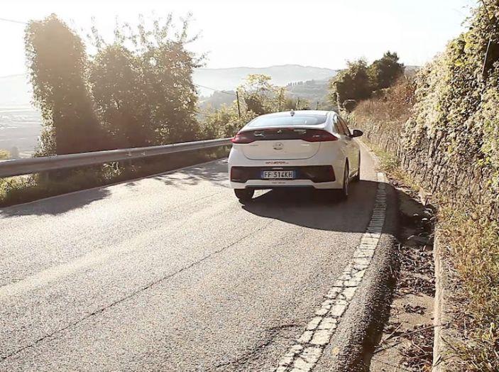 La Hyundai Ioniq promossa ai crash test con 5 stelle Euro NCAP - Foto 1 di 31
