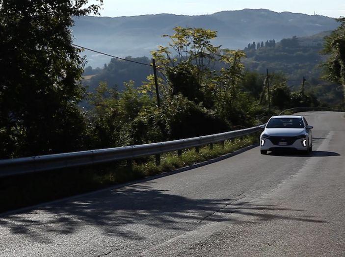 Hyundai Ioniq Hybrid 2016: la nostra prova su strada - Foto 13 di 31