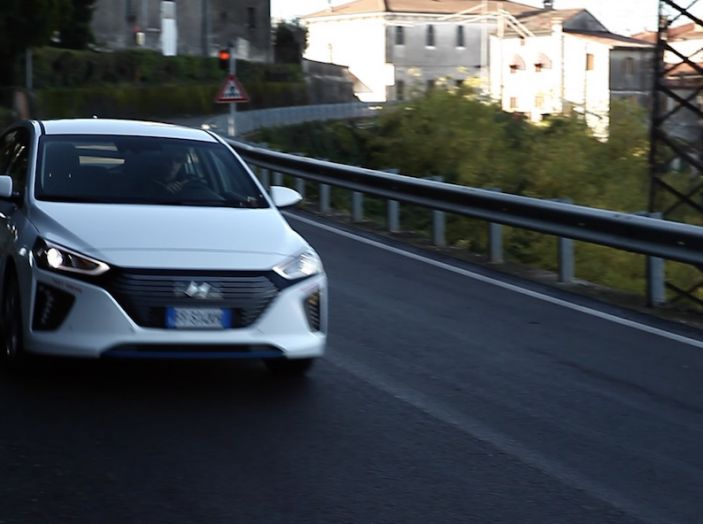 Hyundai Ioniq Hybrid 2016: la nostra prova su strada - Foto 14 di 31