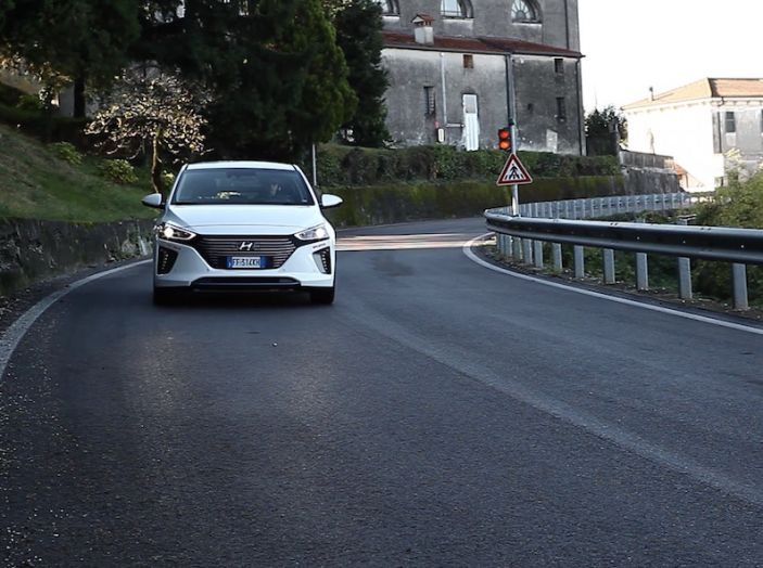 Hyundai Ioniq Hybrid 2016: la nostra prova su strada - Foto 16 di 31