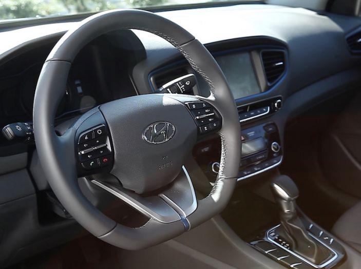 Hyundai Ioniq Hybrid 2016: la nostra prova su strada - Foto 17 di 31