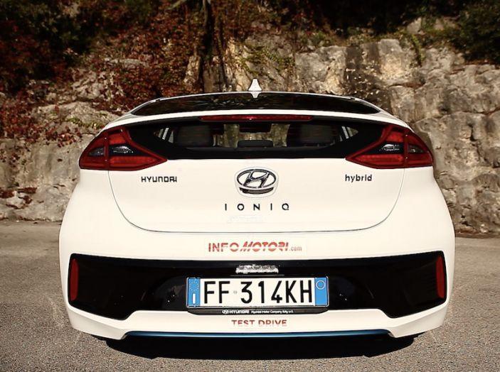 Hyundai Ioniq Hybrid 2016: la nostra prova su strada - Foto 25 di 31