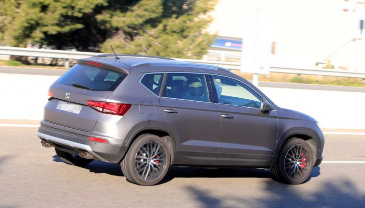 Seat Ateca Cupra, foto spia del SUV sportivo da 290 cavalli - Foto 8 di 10