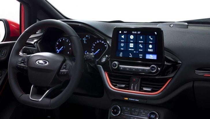 Ford Fiesta 2017 nuova generazione, postazione di guida.