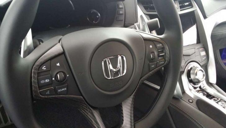 Nuova Honda NSX 2017, volante.