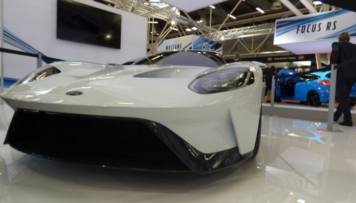 Ford GT 2017, frontale dal basso.