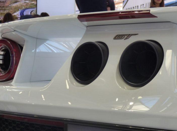 Ford GT 2017, dettaglio posteriore in primo piano.
