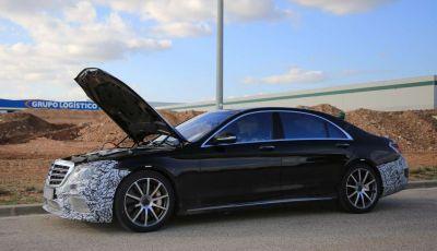 Mercedes Classe S facelift, nuove foto spia con minori camuffature