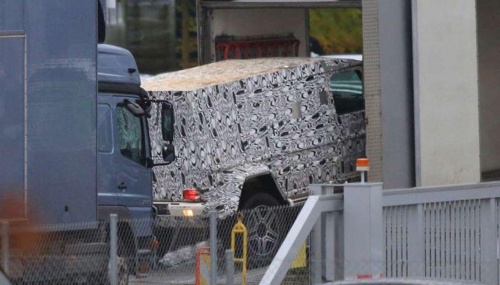 Mercedes G4x4, foto spia della versione con piattaforma allungata - Foto 4 di 4