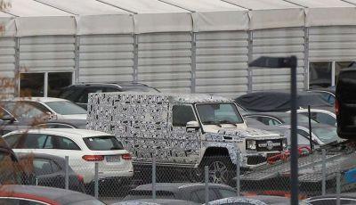 Mercedes G4x4, foto spia della versione con piattaforma allungata