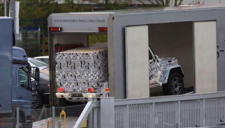 Mercedes G4x4, foto spia della versione con piattaforma allungata - Foto 3 di 4