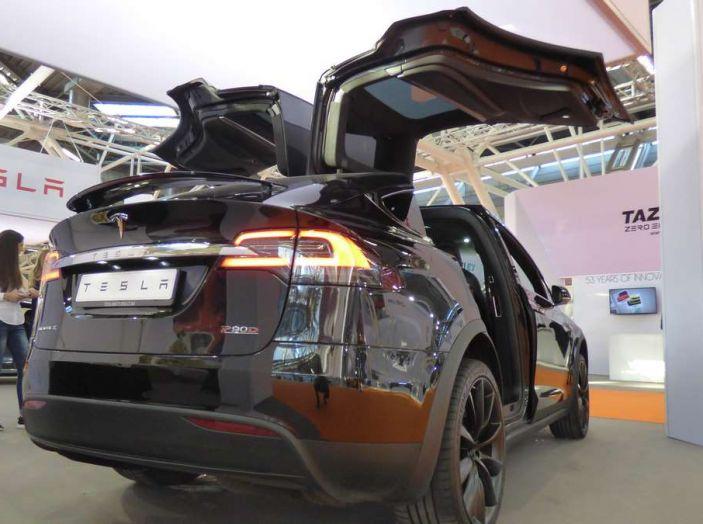 Tesla Model X, il crossover con le ali - Foto 7 di 7