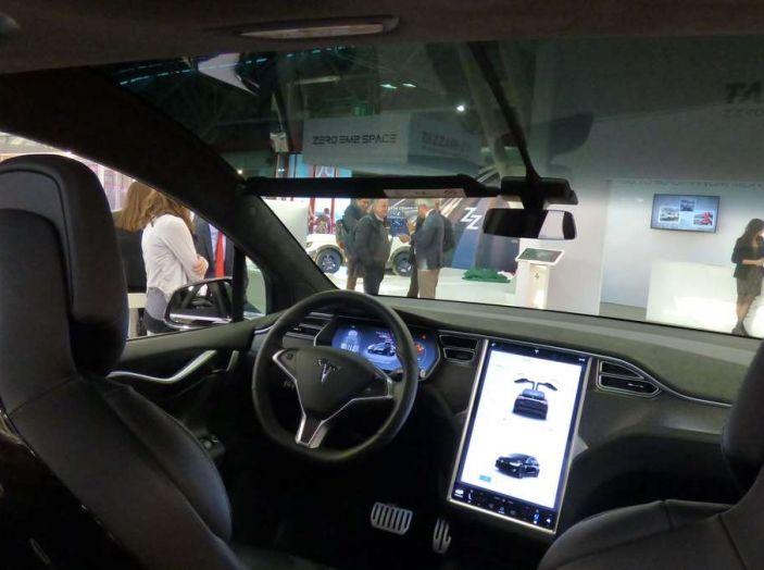 Tesla Model X, il crossover con le ali - Foto 4 di 7
