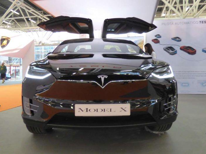 Tesla Model X, il crossover con le ali - Foto 2 di 7
