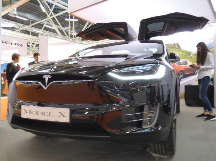 Tesla Model X, il crossover con le ali - Foto 1 di 7