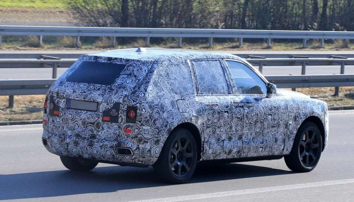 Rolls Royce Cullinan, prime foto spia del SUV di lusso atteso per il 2018 - Foto 10 di 11