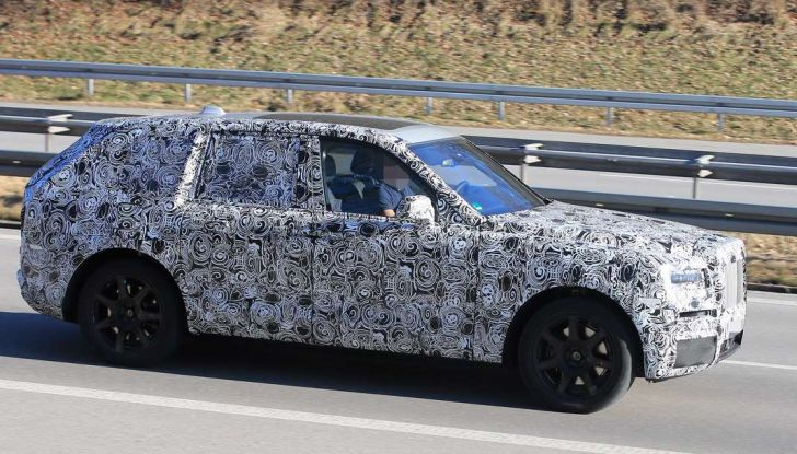 Rolls Royce Cullinan, prime foto spia del SUV di lusso atteso per il 2018 - Foto 5 di 11