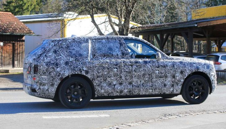 Rolls Royce Cullinan, prime foto spia del SUV di lusso atteso per il 2018 - Foto 6 di 11