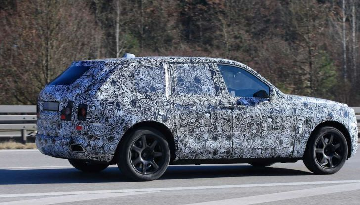 Rolls Royce Cullinan, prime foto spia del SUV di lusso atteso per il 2018 - Foto 7 di 11