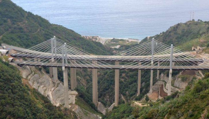Di Maio, autostrade: tariffa unica senza casello e via i Benetton - Foto 16 di 19