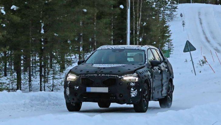 Volvo XC60, nuove foto spia sulla neve della futura generazione - Foto 3 di 10