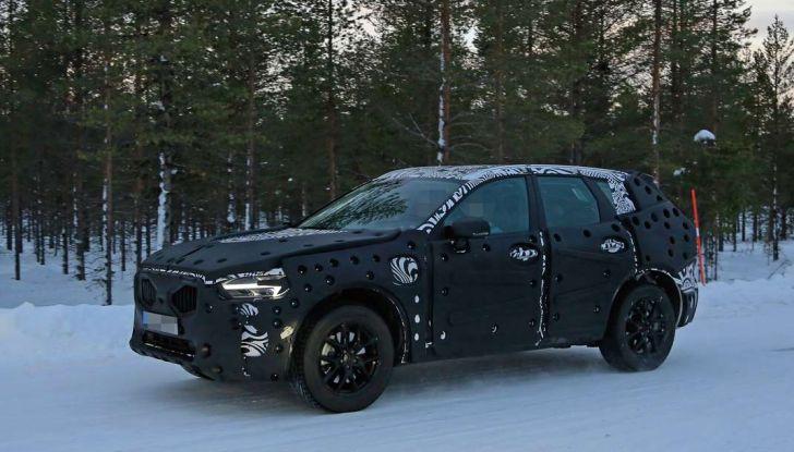 Volvo XC60, nuove foto spia sulla neve della futura generazione - Foto 5 di 10