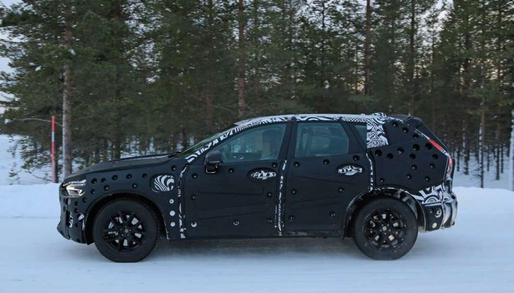 Volvo XC60, nuove foto spia sulla neve della futura generazione - Foto 6 di 10