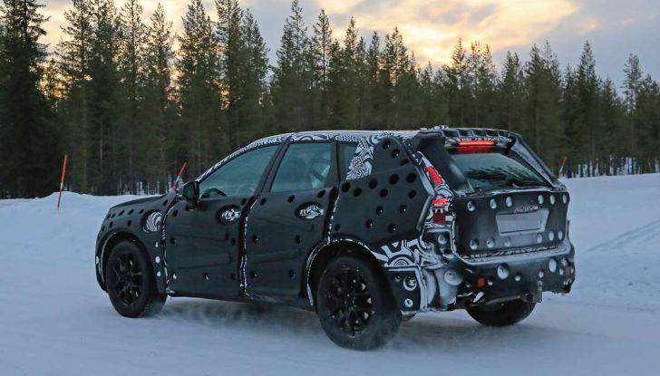 Volvo XC60, nuove foto spia sulla neve della futura generazione - Foto 7 di 10