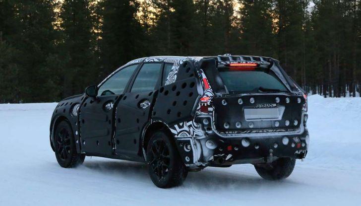 Volvo XC60, nuove foto spia sulla neve della futura generazione - Foto 8 di 10