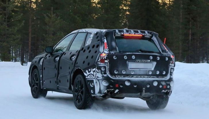 Volvo XC60, nuove foto spia sulla neve della futura generazione - Foto 9 di 10
