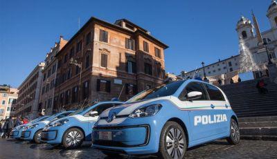 Volkswagen consegna quattro auto elettriche alla Polizia di Stato