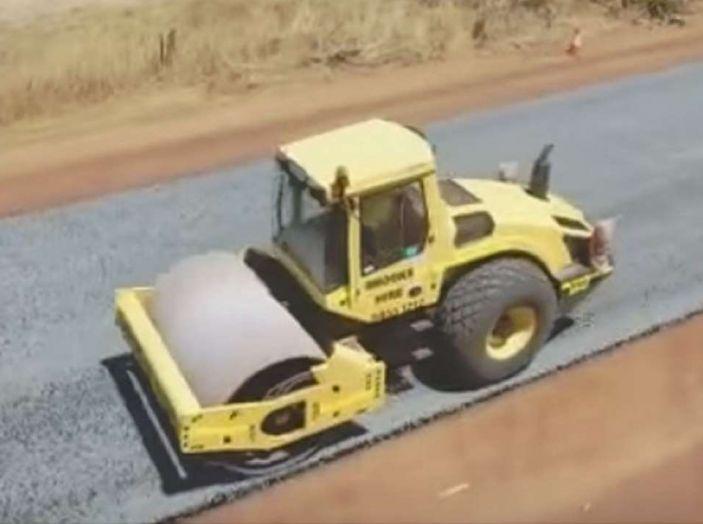 Asfaltatura della strada in Australia: il video diventa virale - Foto 2 di 7
