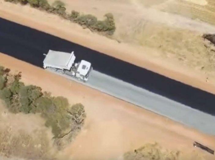 Asfaltatura della strada in Australia: il video diventa virale - Foto 7 di 7
