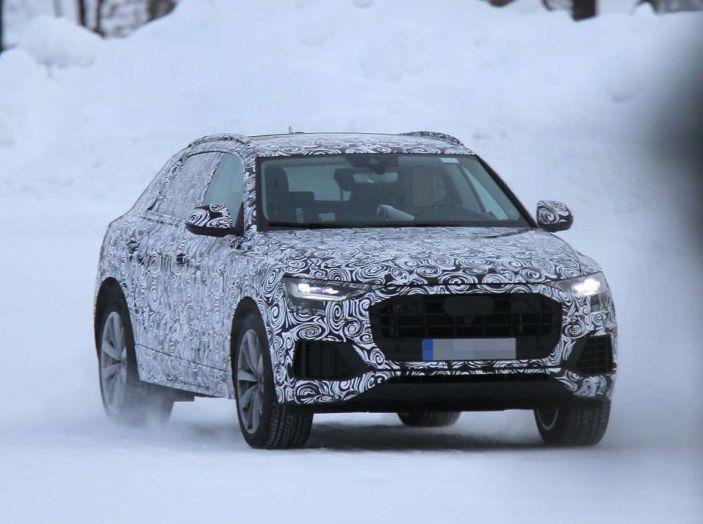 Audi Q8 prime immagini spia
