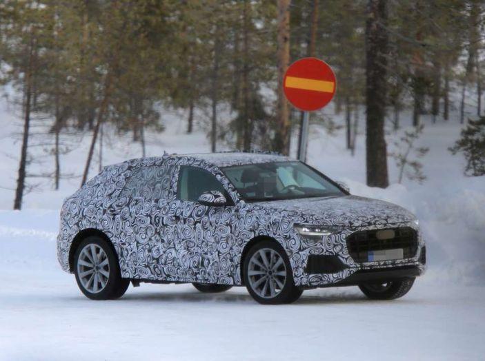 Audi Q8 SUV prime immagini spia