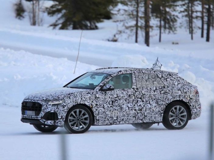 Audi Q8 prime foto spia